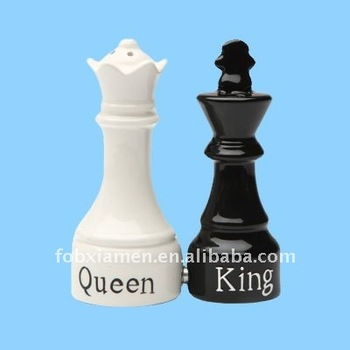 Ceramic Magnetic Chess King And Queen Salt And Pepper Shaker