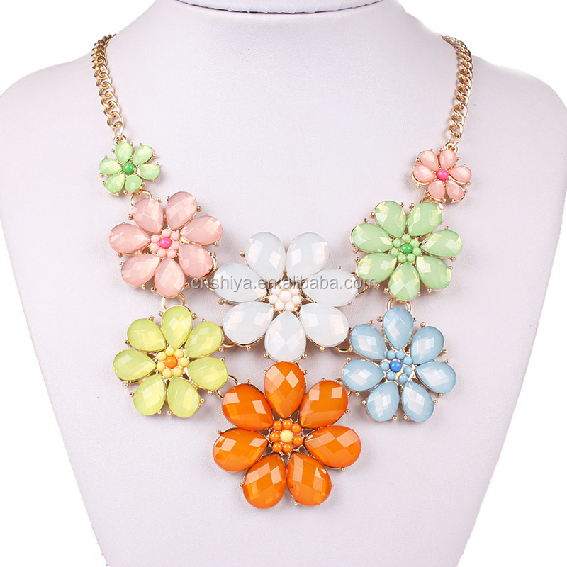 Yiwu Wholesale elegant resin flower pendant necklace, choker statement necklace for woman