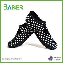 Machine washable light weight non slip Neoprene fitness yoga shoes