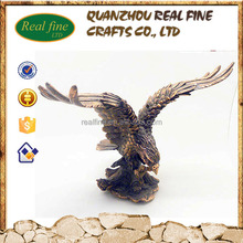 Custom business gifts animal figure life size resin flying hawk statue