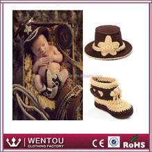 Photo crochet baby cowboy hat pattern with shose