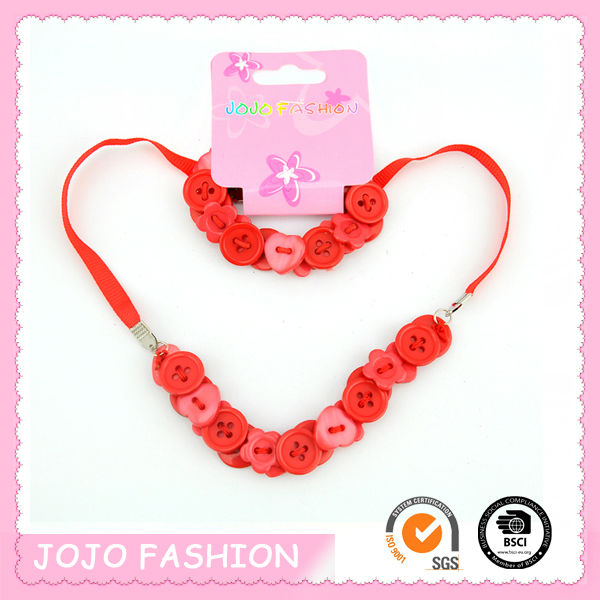 2014 popular button decorated latest design beads necklace