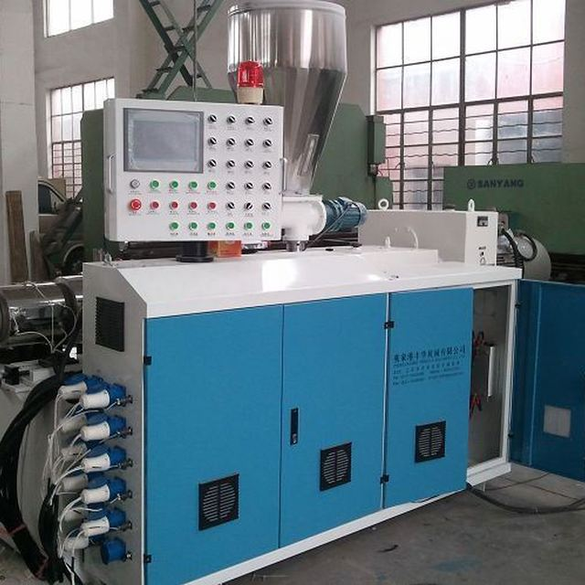 China PVC machine 16mm pvc threading pipe extruding line