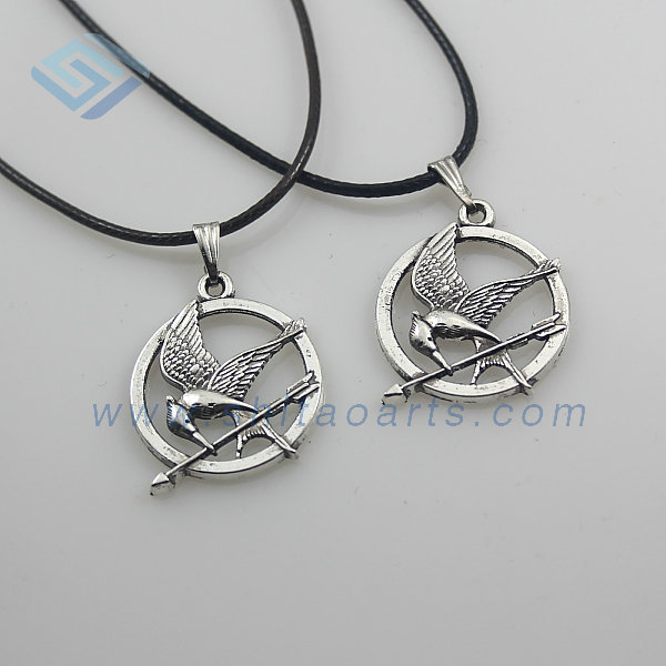 WLNL001 New fashion The Hunger Games charm necklace