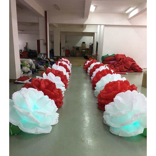 <strong>Inflatable</strong> White and Red Flower Chain for Wedding