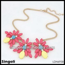 2014 fashion necklace victorian jewellery red yellow pigment resin colored statement pendant bib necklace hawaii flower necklace