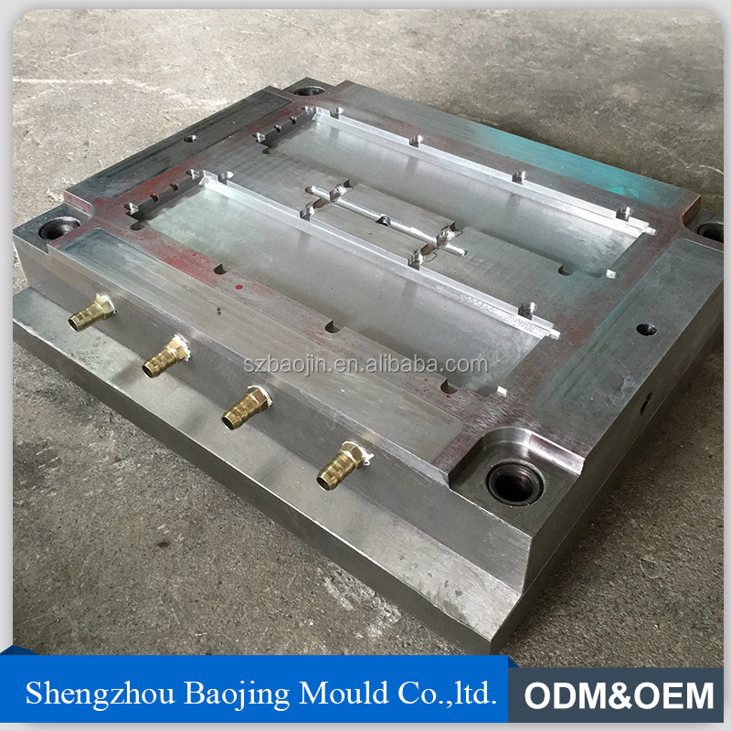 PLASTIC COST INJECTION MOULD