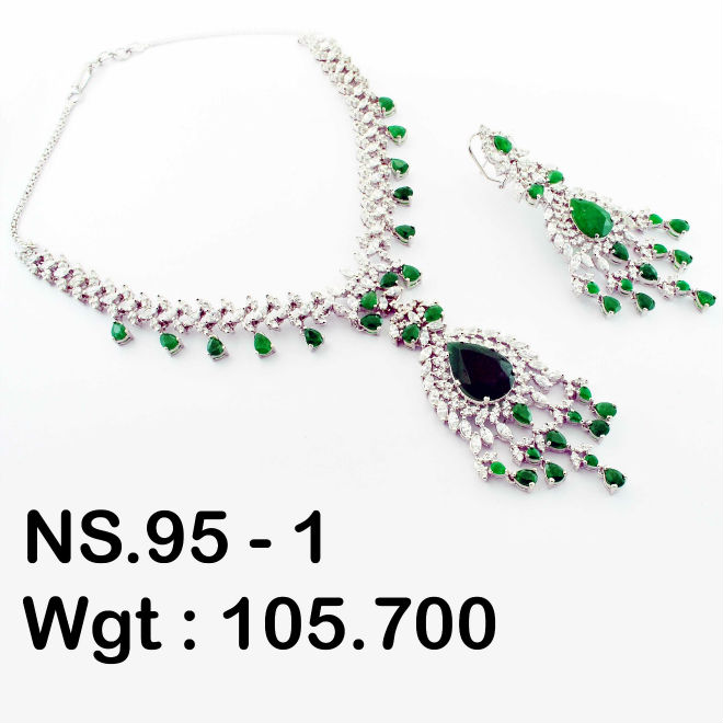 Necklace set in green jade