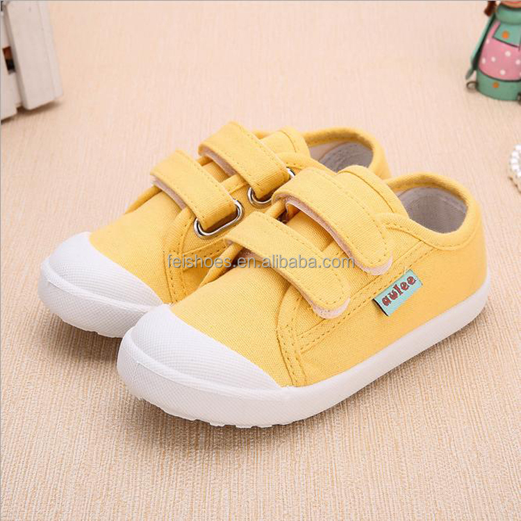 Low price casual children canvas shoes with magic strap