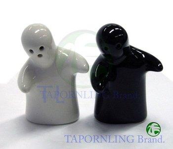 Salt pepper shaker hugging buy pepper shaker product on - Salt and pepper shakers hugging ...