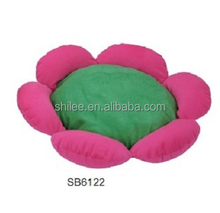 Flower shaped pet bed for dog cat
