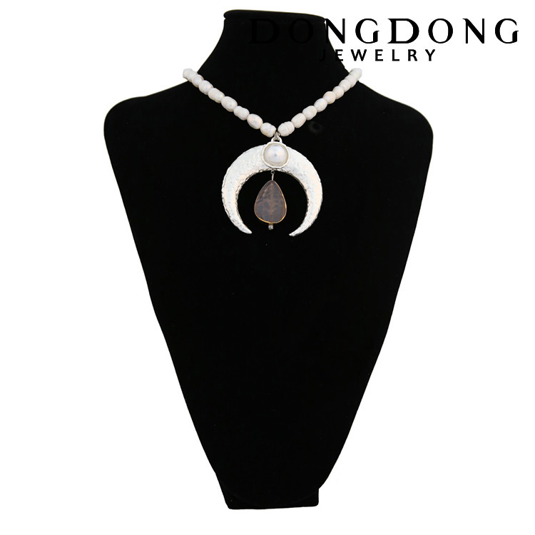 DongDong DD-DL068 fashion design pearl chain moon shape alloy natural stone necklace