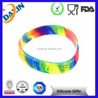 2015 Custom embossed silicone bracelet