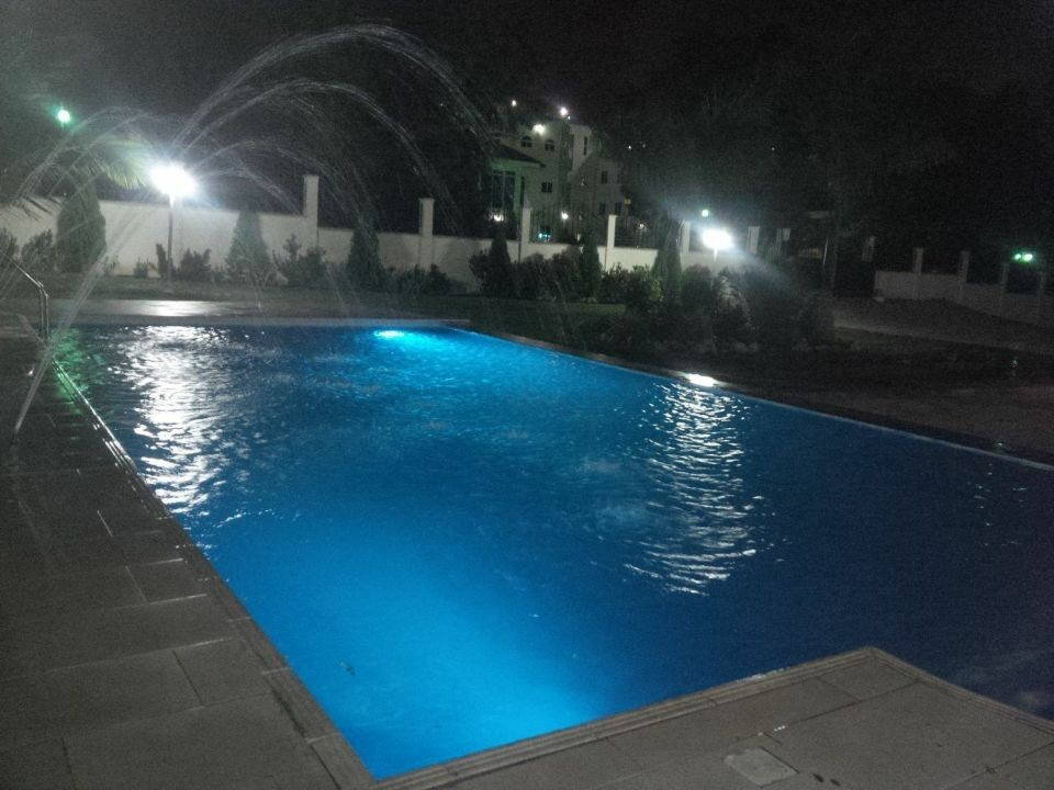 The Gallery For Swimming Pool Underwater Lights