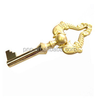 2016 Popular hot sale 3D gold OEM custom keychains parts