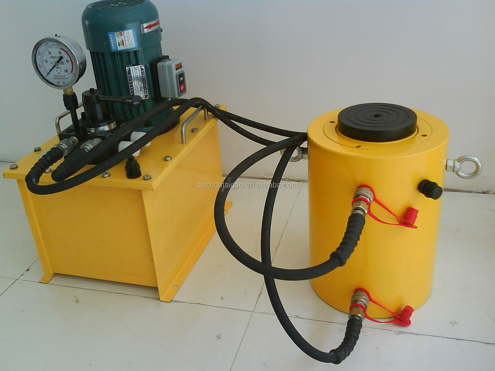 Remote control hydraulic jack cylinder for press