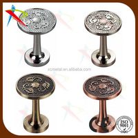 Wall type curtain tieback with fancy design