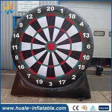 Huale giant inflatable soccer darts board indoor games board for sale/dart ball