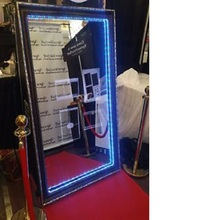 Customize Mirror Me booth FHD screen in 52'' mirror photobooth for wedding parties