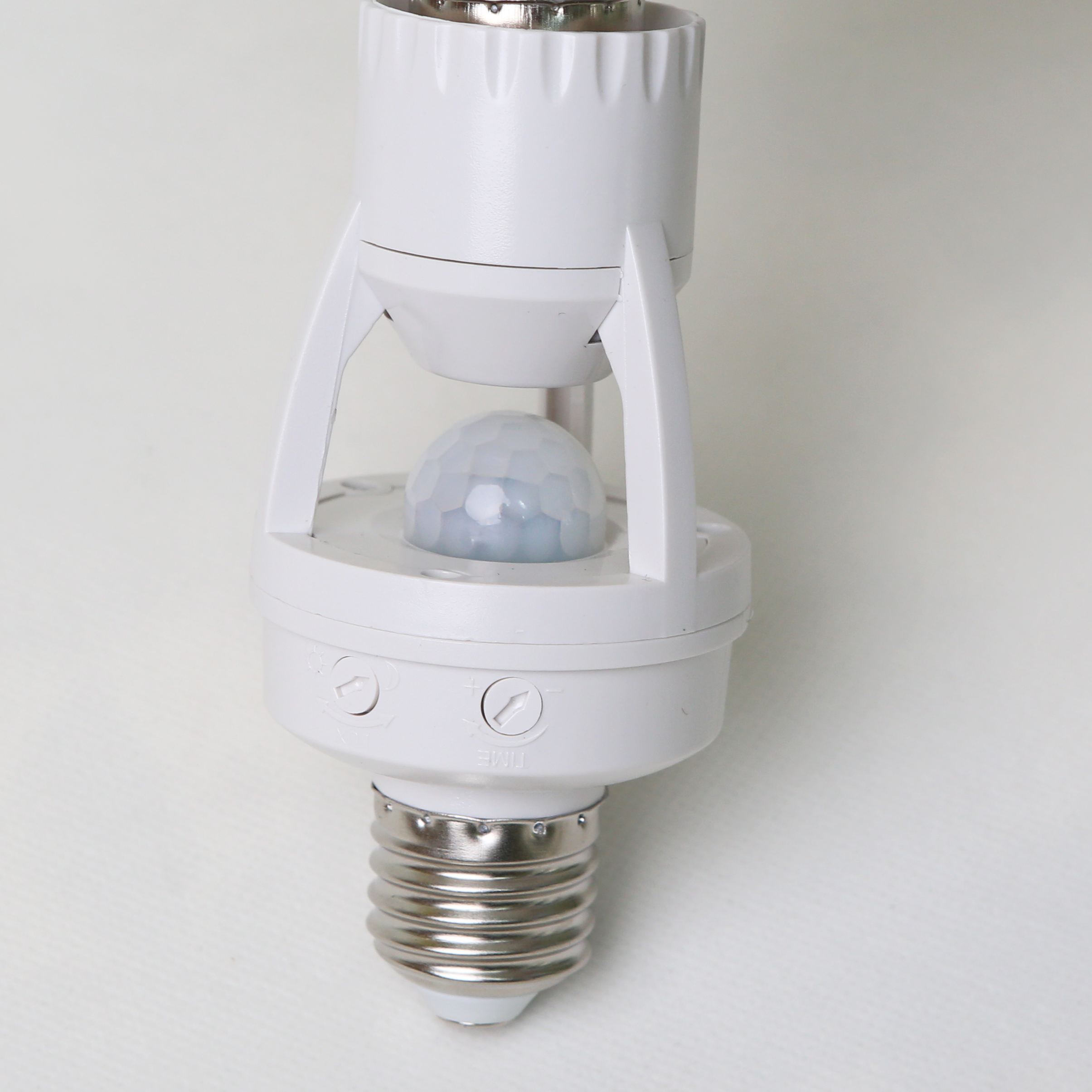 lamp base adapter <strong>E27</strong> to <strong>E27</strong> with PIR motion sensor