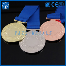 2016 cheap custom medals with customized ribbon