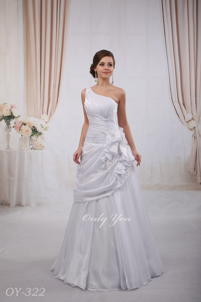 A line Organza wedding dress One shoulder Floor length Decorated with beaded lace