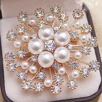 Fashion ladies apparel accessories large snow Pearl crystal brooch brooch exquisite flowers