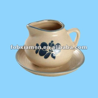 ceramic decorative party serving gravy boat and sauce