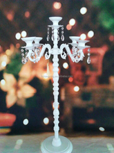 Alta y elegante color blanco <span class=keywords><strong>5</strong></span> brazos pieza central <span class=keywords><strong>candelabros</strong></span> wedding party decor, <span class=keywords><strong>Candelabros</strong></span>, <span class=keywords><strong>Candelabros</strong></span> de metal