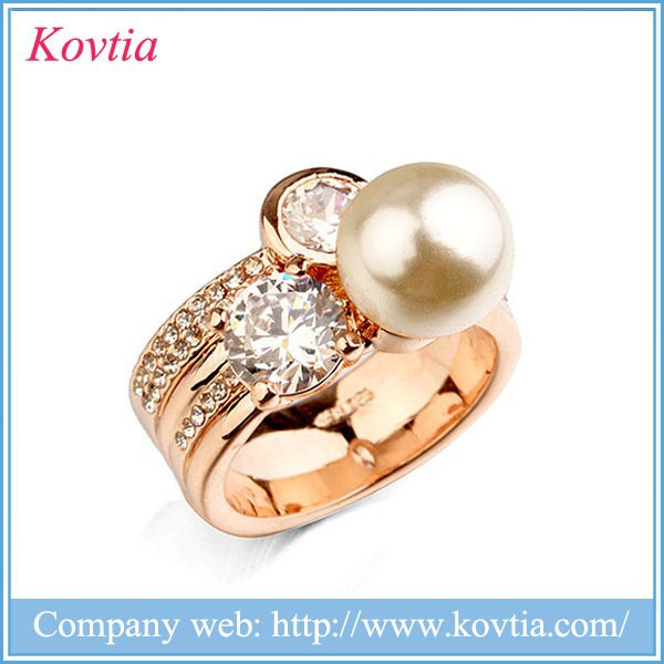 Noble hot sale fashion jewelry 18k gold ring with pearl crystal stand