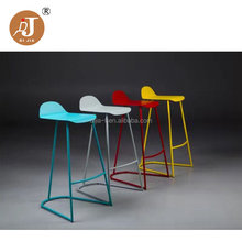 China Supplier Metal Bases Cheap Plastic High Bar Stools