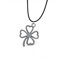 Hand Made Women Vintage Silver Heart Shape Clover Pendant Necklace Lucky Clover Choker Necklace For Couple And Lovers