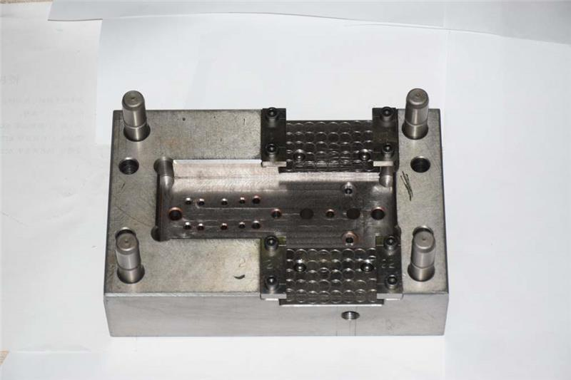 best quality low cost injecting plastics mold
