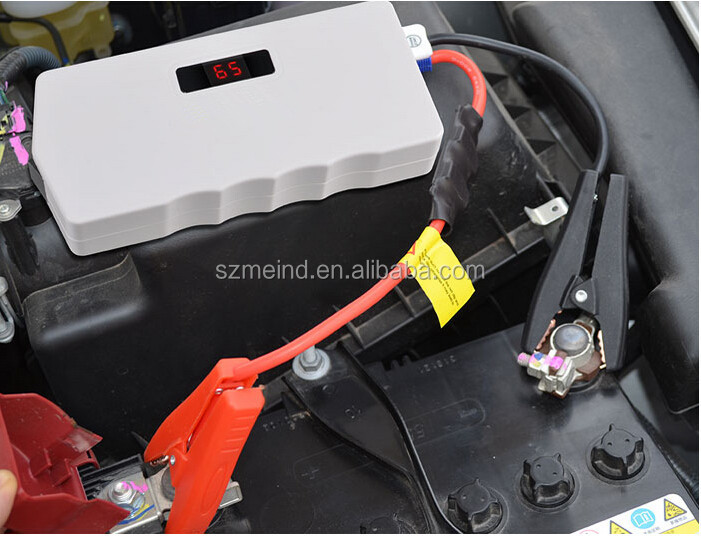 400A starting power emergency car jump starter with lighting and safety hammer