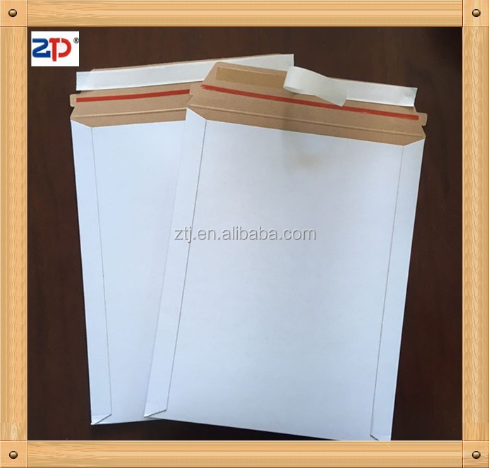 White stay flat peel strip envelopes (3)