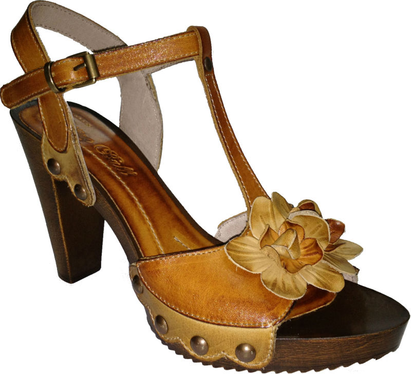 high heel sandal leather with flower acessorie and tacks