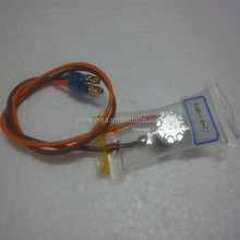 Freezer bi-metal defrosting thermostat
