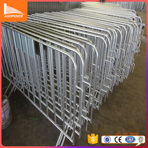 hot dipped galvanized pipe full welded crash barrier/low price barricade made in china