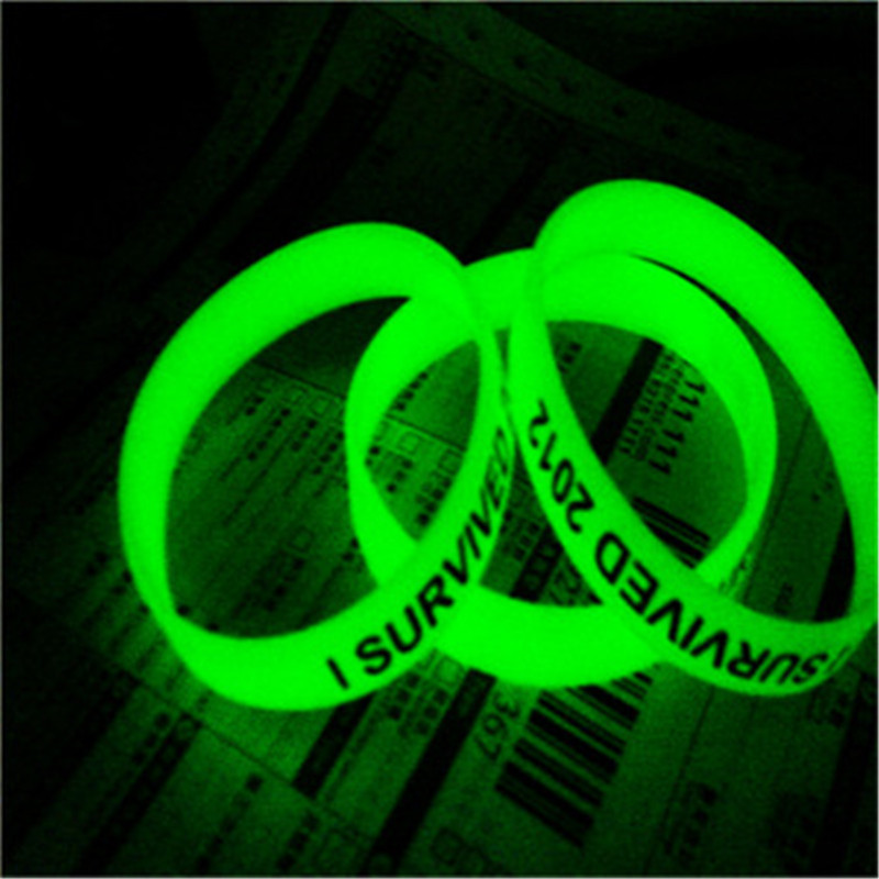 Charming hot sale promotional gift glow in dark silicone wristband bracelet with free logo
