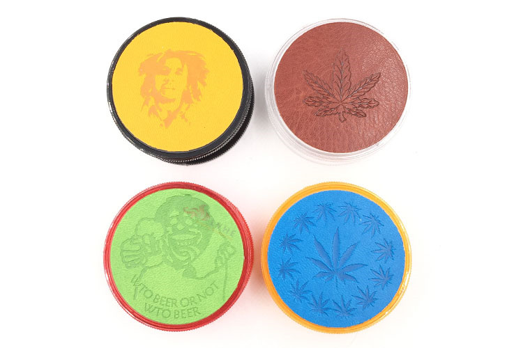 T036GP LVHE 60MM 3 Parts Weed Custom Plastic Grinder Herb with Leather Sticker on the Lid