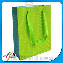 Pure and fresh and green dot paper bag