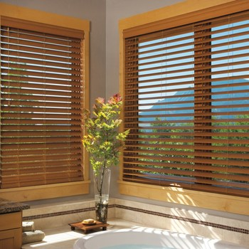 Cordless motorized automatic window natural wood blind