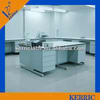 dental laboratory bench worker