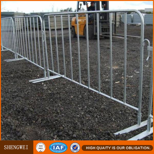 Removable tubular steel vehicle barrier