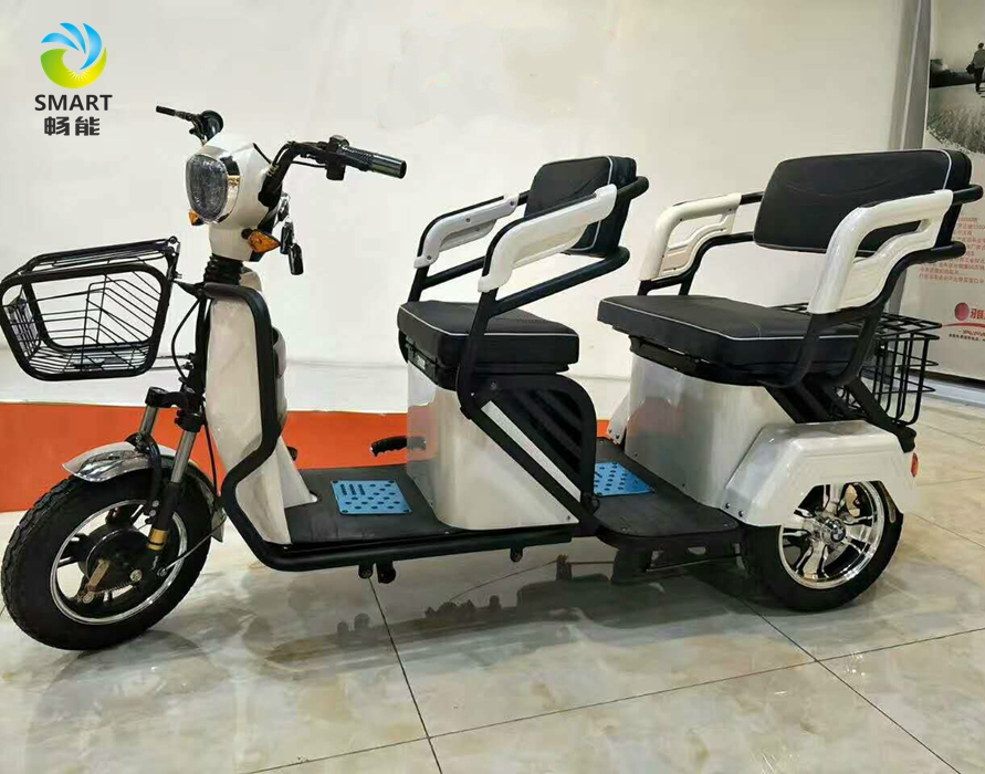 High Quality Electric Three Wheeler Tricycle Leisure Scooter and new model bajaj three wheeler price