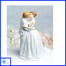Custom resin wedding couple kiss figurines for decoration
