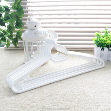 Wholesale Fancy PP white heavy duty plastic flat rotatable cloth coat hanger rack non-slip for wet clothes