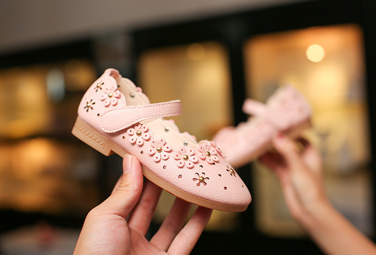 2017 summer and autumn new style girl's shoes hollow soft bottom flowers princess shoes wholesale