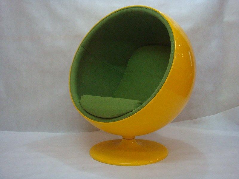 kugel stuhl entworfen von eero aarnio wohnzimmer sessel produkt id 104669881. Black Bedroom Furniture Sets. Home Design Ideas