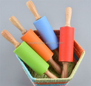 10cm Mini Wooden Handlesilicone rolling pin,Home Kitchen Cake silicone rolling pin (Random Color)